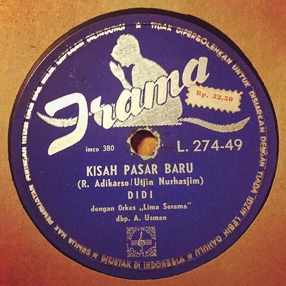 Plat_KisahPasarBaru_gramofon